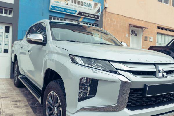 Mitsubishi Strakar frente